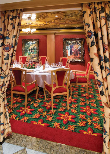 Norwegian Gem's  Le Bistro restaurant has floral interiors and framed paintings, plus satisfying French dishes.