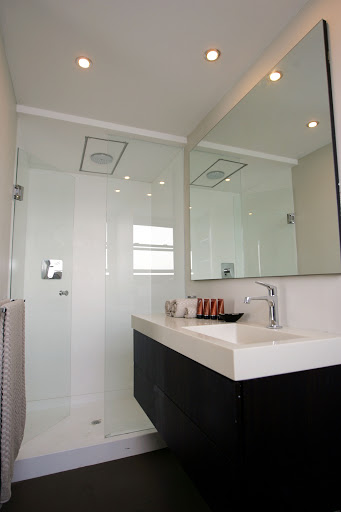 Zambezi-Queen-Stateroom-Bathroom - Comfortable Western-style bathroom aboard the Zambezi Queen riverboat? Check.