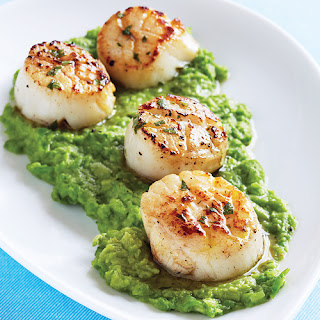 Seared Scallops with Mint Vinaigrette & Green Pea Purée.