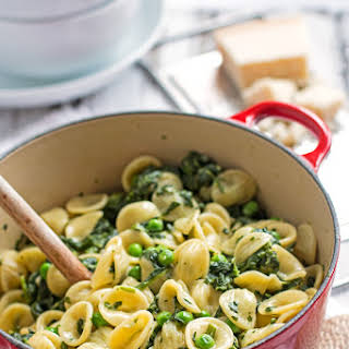 One Pot Spinach Pea Pasta {Quick and Easy!}.