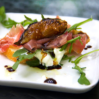 GRILLED FIGS, PROSCIUTTO & BURRATA APPETIZER.