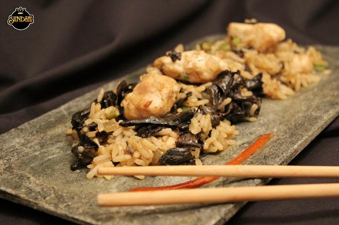 Thai Rice with Black Trumpet Mushrooms and Chicken Recipe