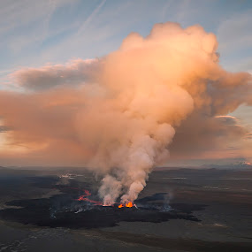Eruption in Iceland by Brynjar Ágústsson - Landscapes Cloud Formations ( aerial photo, highlands of iceland, europe, landslag, nordic-countries, volcanic, northeast, highlands, landscape, hraun, wilderness, iceland, volcano, lava, outdoor, holuhraun, ísland, landscapes, norðausturland, eruption )