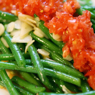 Crisp Haricots Verts Salad with Fresh Tomatoes and Garlic