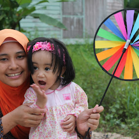 Love of Colour by Shafiq Azli - People Family ( love, sister, joy, wonder, niece )