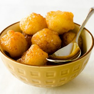 Gulab Jamun – Indian Syrup-Soaked Donut Holes