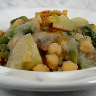 Chickpeas, Potatoes, and Green Beans in Cauliflower Sauce.