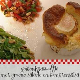 Geitenkaassoufflé Met Groene Salade En Tomatensalsa