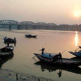 DAKSHINESHWAR GANGA GHAT by Soumitra Biswas - Transportation Boats ( boat ride, kolkata, incredible india, india, river )
