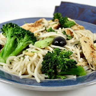 """Hasty Tasty Pasta with Broccoli, Olives, and """"Chicken"""""""