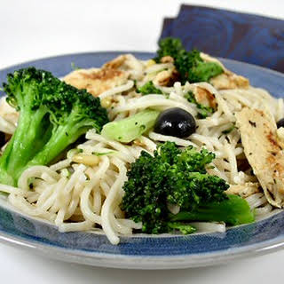 """Hasty Tasty Pasta with Broccoli, Olives, and """"Chicken""""."""