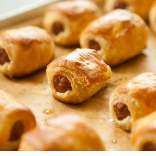 Pigs in a Blanket with Cranberry-Mustard Dipping Sauce