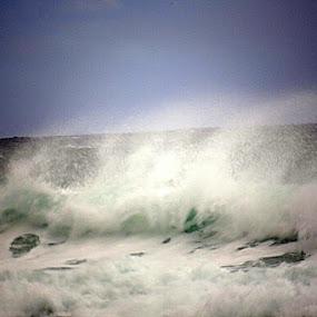 Undstad Waves by Sigbjørn Berg - Landscapes Waterscapes ( undstad, wave, lofoten )