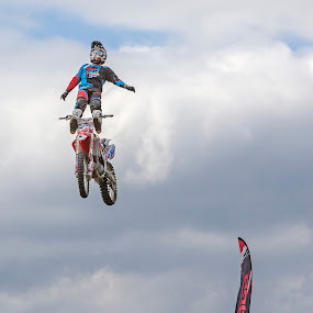 No Hands by Andrew Richards - Sports & Fitness Motorsports