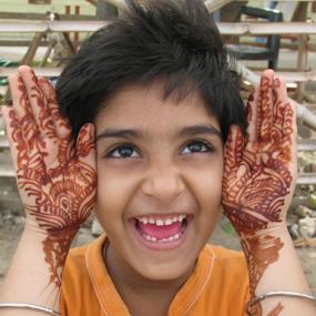 Look how is my heena? by Shishir Desai - People Street & Candids ( hand, girl, smile, heena, Emotion, portrait, human, people, person, tattoo, best female portraiture )