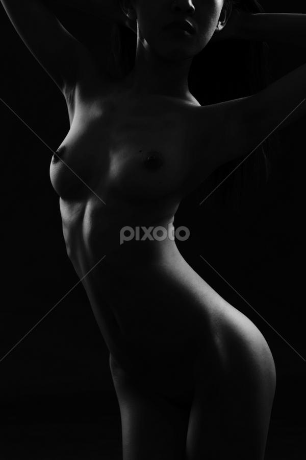 Les contours d'une femelle by Juanito Bumactao - Nudes & Boudoir Artistic Nude (  )