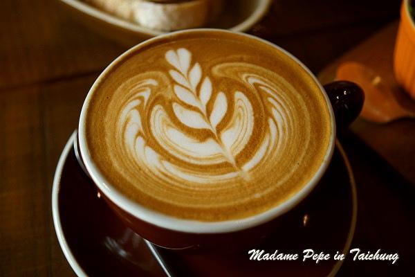 [台中] Juggler Café。拉花美, 輕食優的巷弄咖啡館~