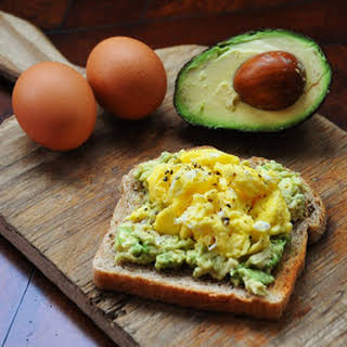 EGG AND AVOCADO TOAST- CLEAN EATING.