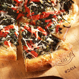 Spinach-and-Roasted Red-Pepper Pizza.