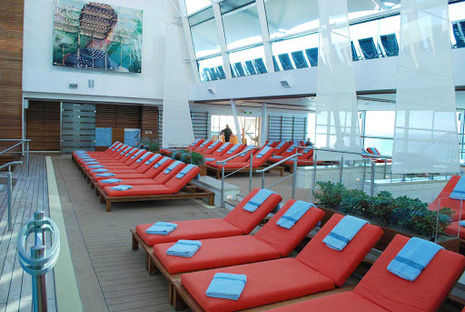 Celebrity-Silhouette-pool-deck - The pool deck on Celebrity Silhouette.