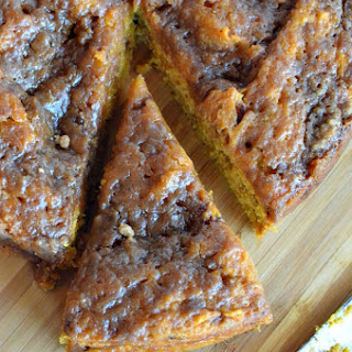 Easy Crock Pot Pumpkin Coffee Cake.