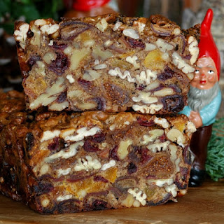 DRIED FRUIT AND NUT CAKE.