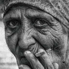 Smoking by Maja  Marjanovic - Black & White Portraits & People ( smoking, old woman, women, people, eyes,  )