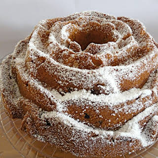 Snack Pumpkin-Cranberry Cake.