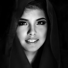 Simple beauty by Dan Pham - People Portraits of Women ( black and white, woman, beauty, smile, portrait, Selfie, self shot, self portrait )