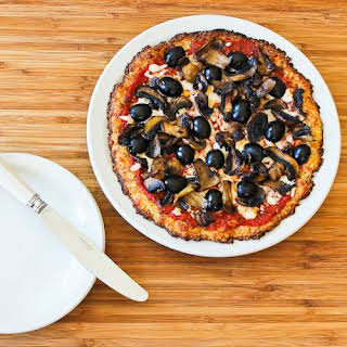 Cauliflower-Crust Vegetarian Pizza with Mushrooms and Olives (Cooked on the Grill or in the Oven).