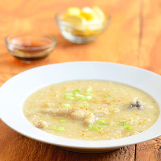 Arroz Caldong Paa ng Manok (Congee with Chicken Feet)