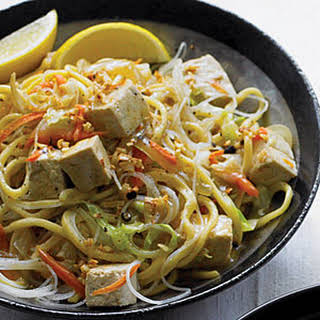 Stir-fried Thick and Thin Noodles with Vegetables and Tofu (Pancit).