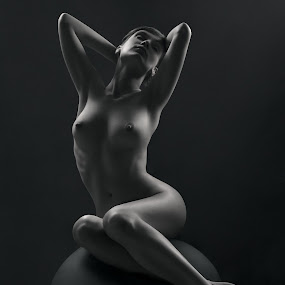 Girl&Ball by Maxim Malevich - Nudes & Boudoir Artistic Nude ( erotic, body, figure, nude, black and white, female, woman, artistic nude )