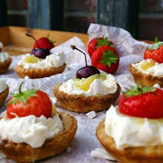 Lemon Curd And Greek Yoghurt Eton Mess Tarts.