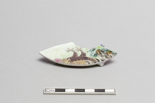 Small plate, fragment of base