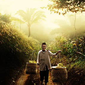 The old man banana traders by Ymmot Davinci - People Professional People