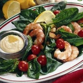 Bunter Spinat-Scampi-Salat mit Knoblauchdip
