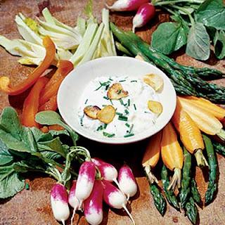 Roasted Garlic Dip With Vegetable Platter