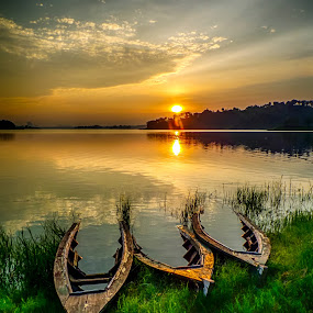 bocor by Dugalan Poto - Transportation Boats ( water, cacaban, reflection, dugalanisme, waterscape, boats, boat, surise, reservoir, central java, indonesia, dugalan, tegal, golden hour, sunset, sunrise )
