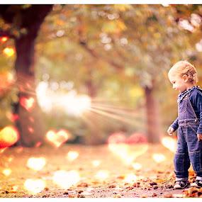 lost in love by Szymon Stasiak - Babies & Children Child Portraits ( color, outdoor, children, boy, portrait )