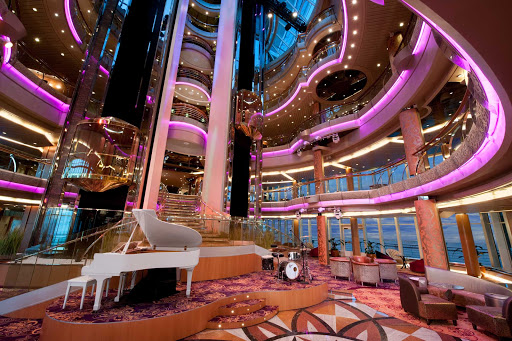 Splendour-of-the-Seas-Centrum - The Centrum, a six-deck high atrium and hub of Splendour of the Seas, is an elegant venue for aerial shows, live music and other entertainment.