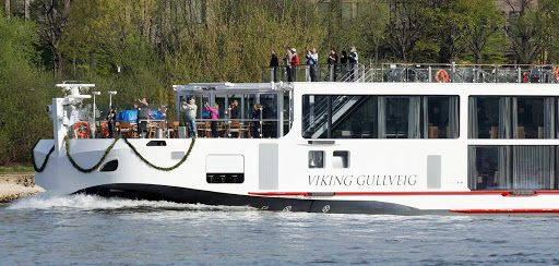Viking-Gullveig-photographers - Everyone's a photographer on the maiden voyage of the Viking Gullveig.