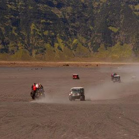 jeep bromo.. by Dwi Ratna Miranti - Transportation Automobiles