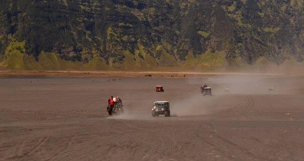 jeep bromo.. by Dwi Ratna Miranti - Transportation Automobiles