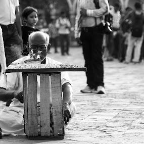 The vendor by Prajwal Ullal - People Street & Candids ( mumbai, gate way of india, peanut vendor, street photography, aged,  )