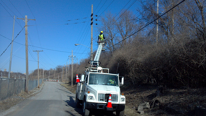 contractor adding google fiber to utility poles