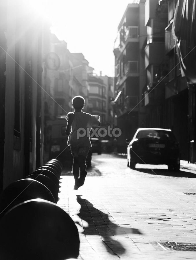 Run by Alex Narcis - People Street & Candids ( child, b&w, black and white, street, candid, run, people, kid,  )