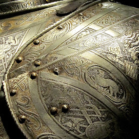 Up Close Armour by Matt Hulland - Artistic Objects Antiques ( tower, detail, armour, london, shoulder )