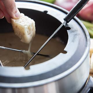 Copycat Melting Pot Traditional Swiss Fondue.