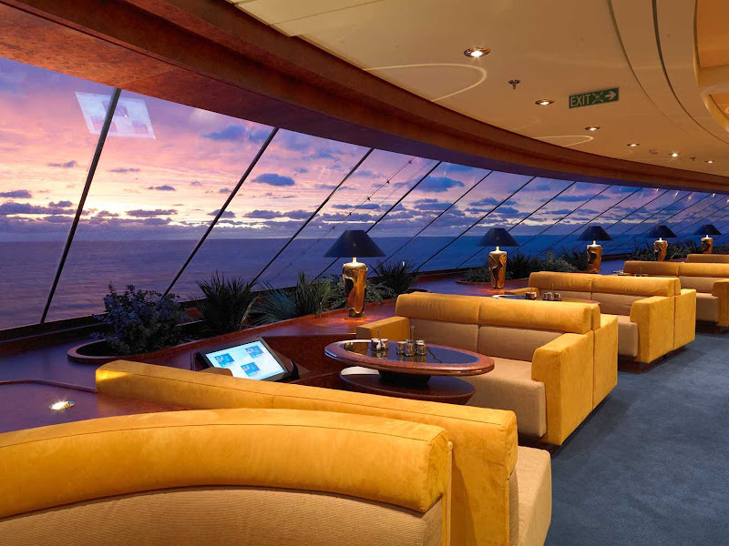 Top Sail Lounge on Deck 15, with its sweeping views and elegant interior, is part of MSC Fantasia's exclusive Yacht Club.